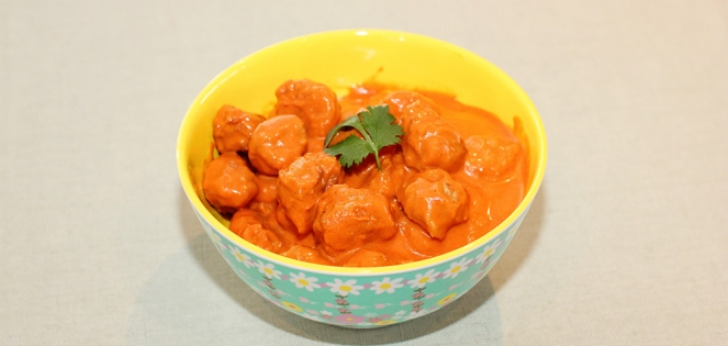 Kyllingkjøttboller i korma-saus